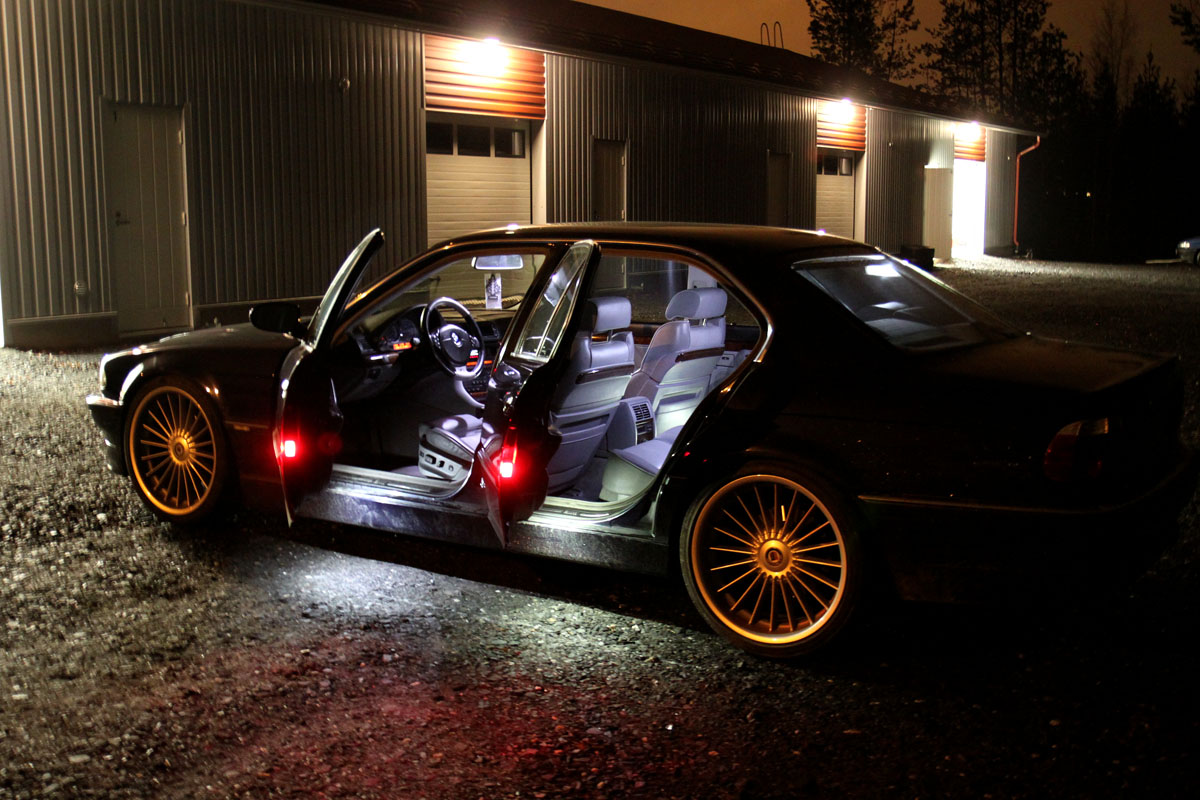 BMW E38, ce mythe  Bmw_740ia_interior-lights